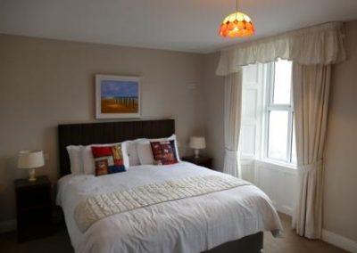 Super Kingsize Bed in Room 2